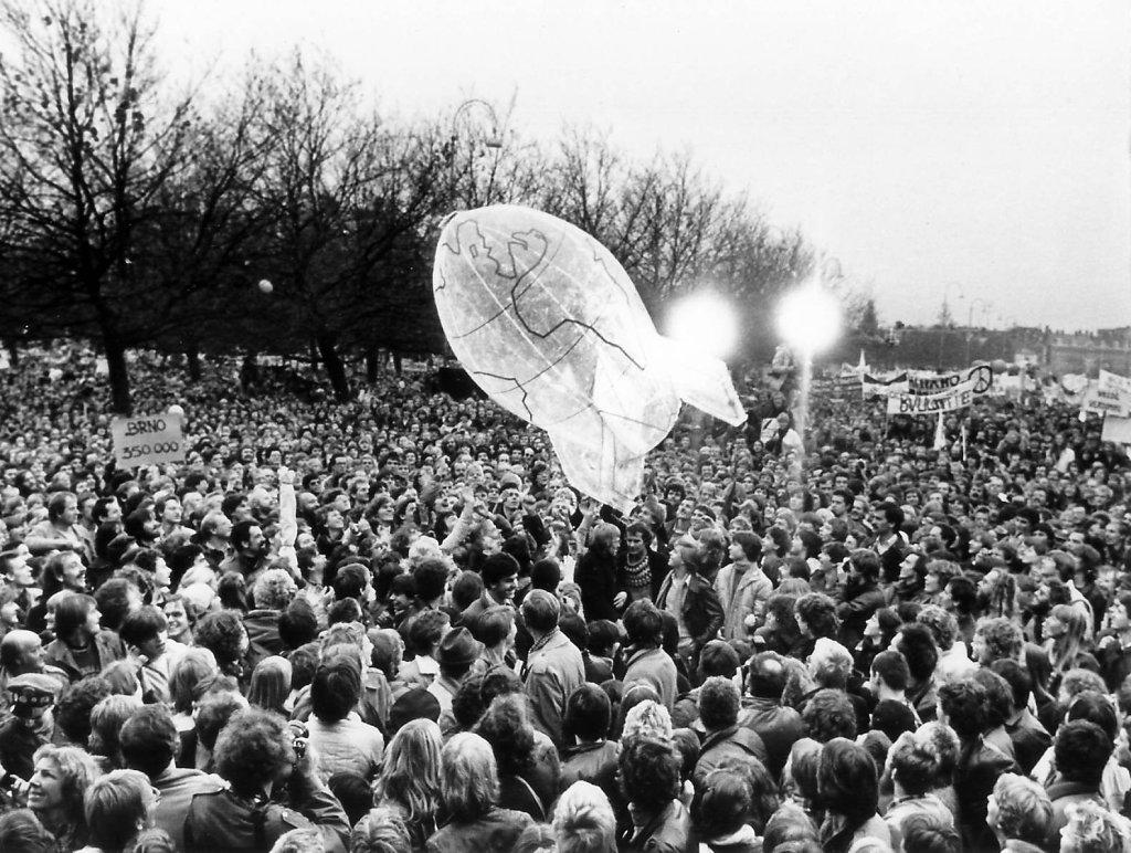 1981 Ban the bomb 2